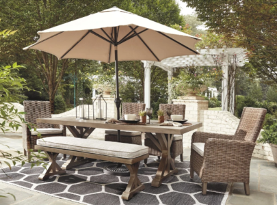 How to make a secluded outdoor oasis at home?